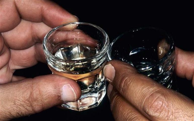 К чему снится пить водку