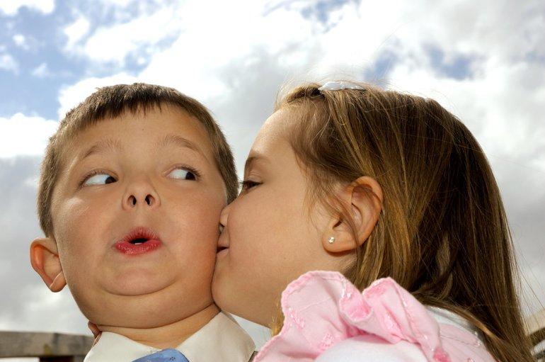 Дружественные поцелуи в щёку