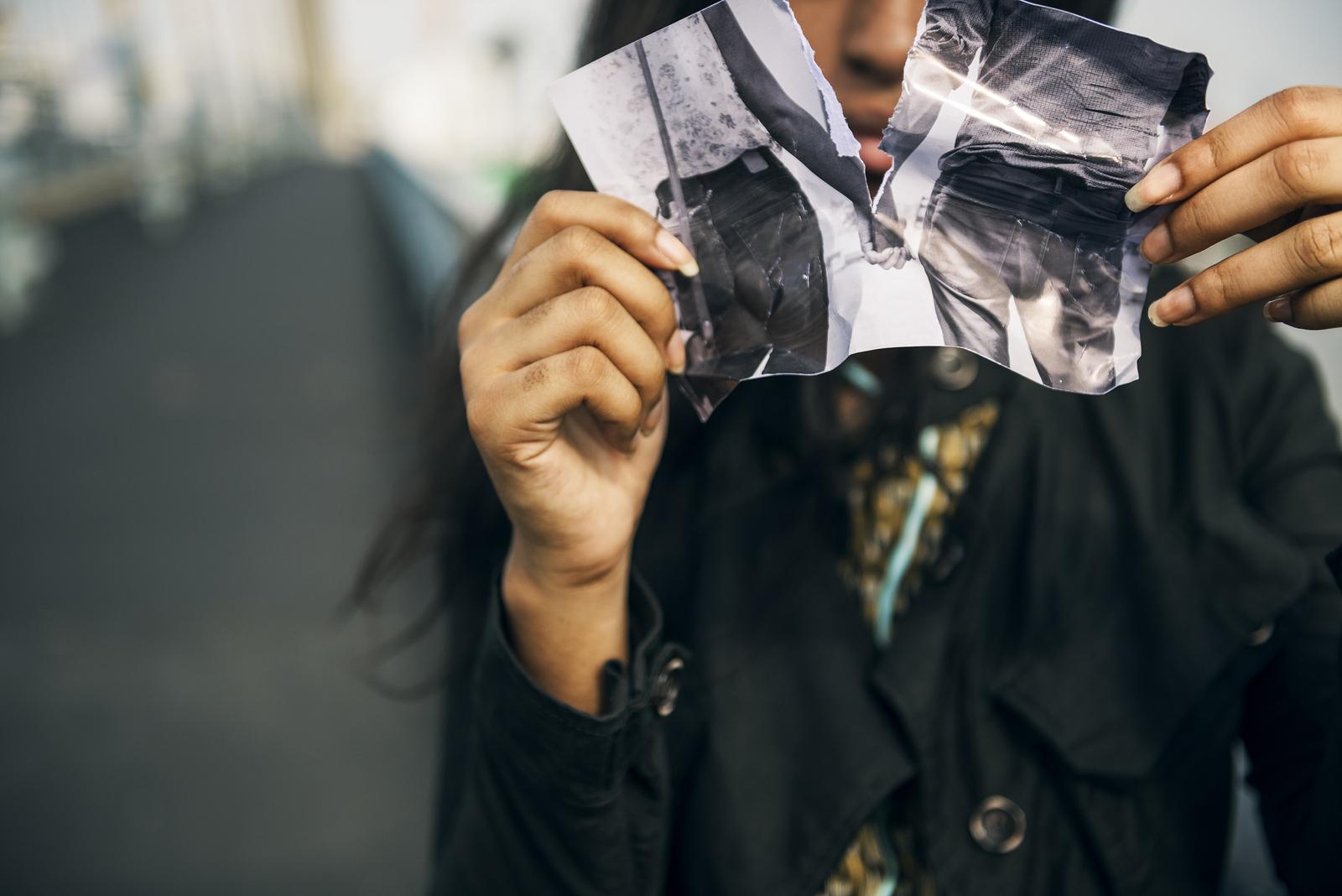 Картинки разорванные фотографии