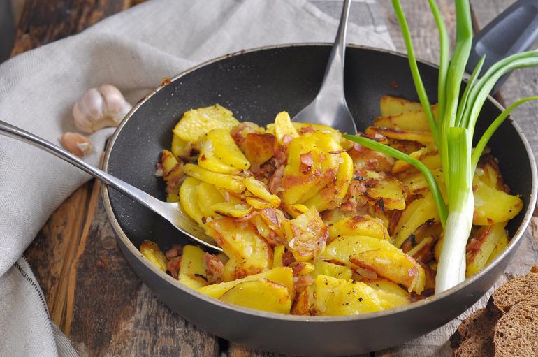Сон жарить картошку на сковороде