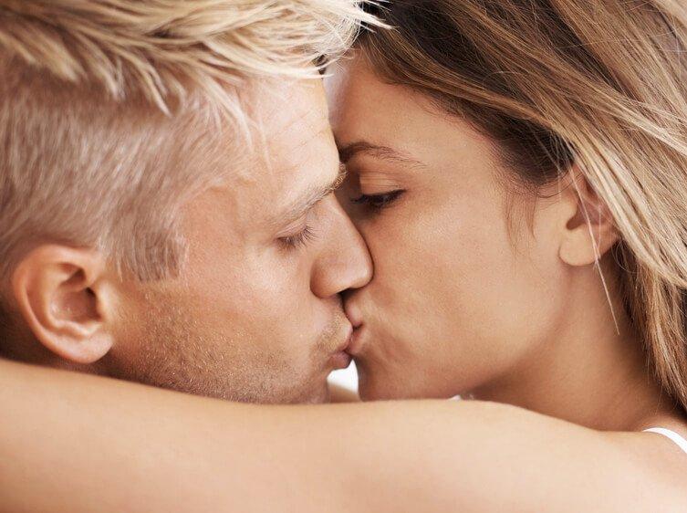 можно ли целовать фото любимого праздник