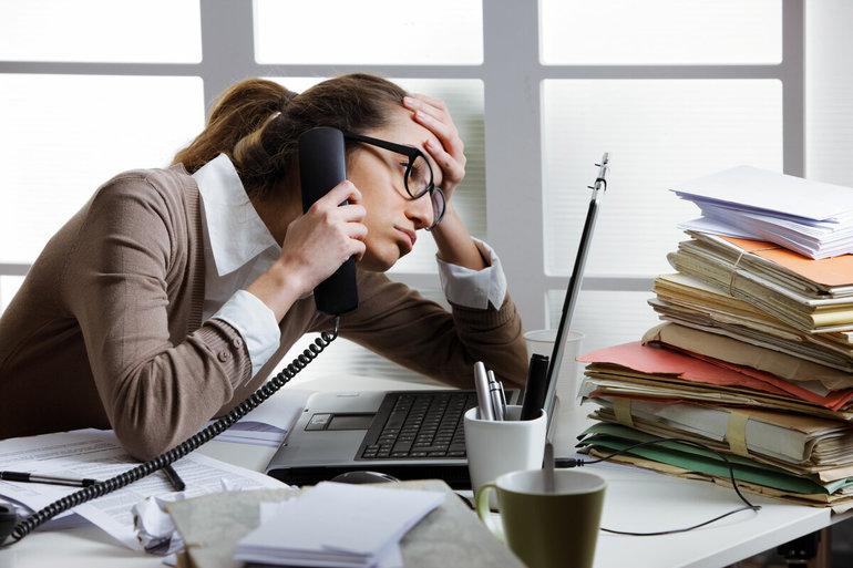 Трудности в работе у девушки