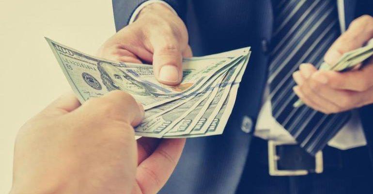 Брать деньги в долг