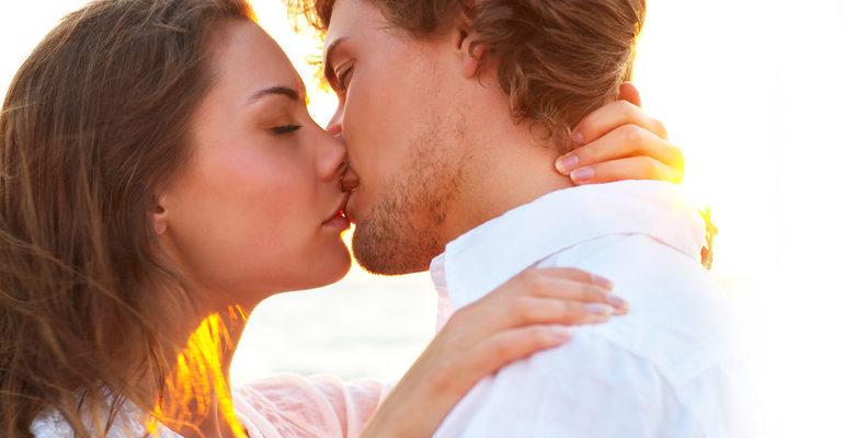 Целоваться во сне с женщиной в губы