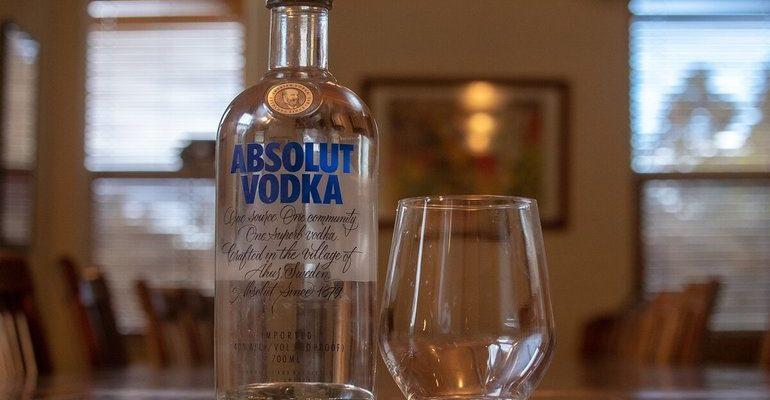 К чему снится бутылка водки сонник