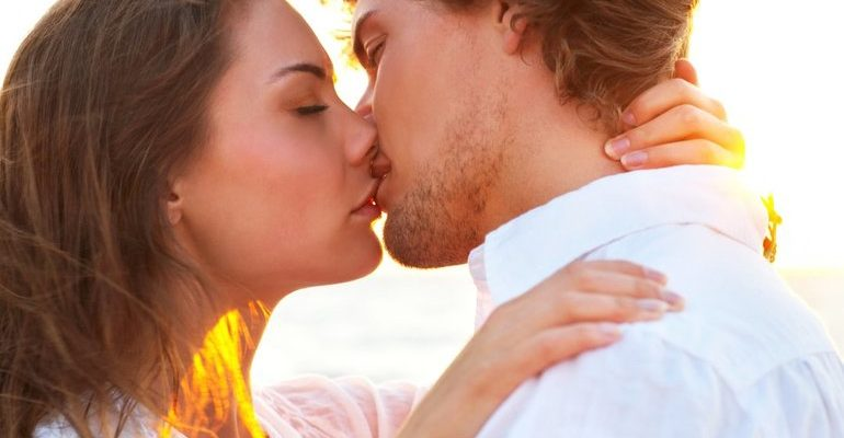 К чему снится целоваться с мужем