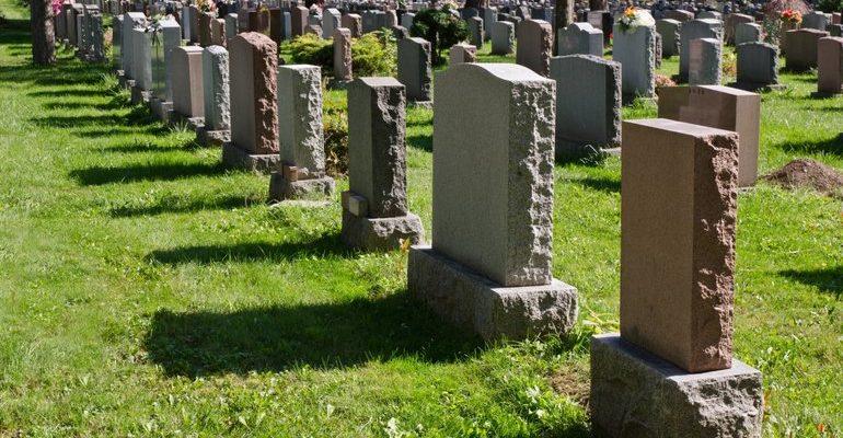 К чему снятся надгробия