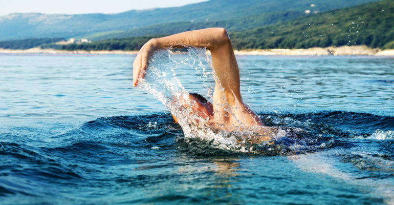 Переплывать реку во сне