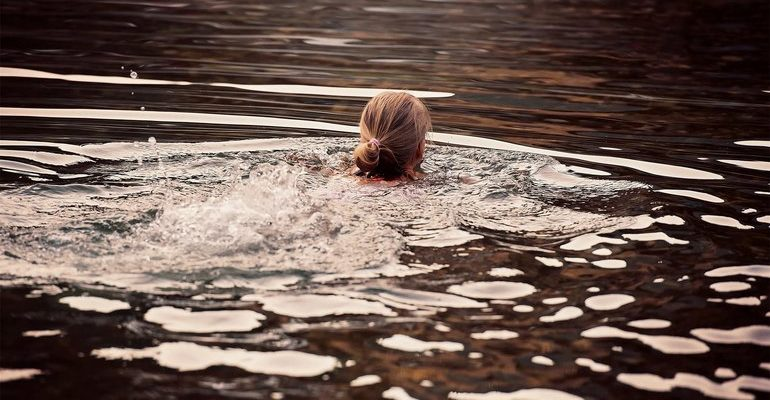 Сон плавать в реке