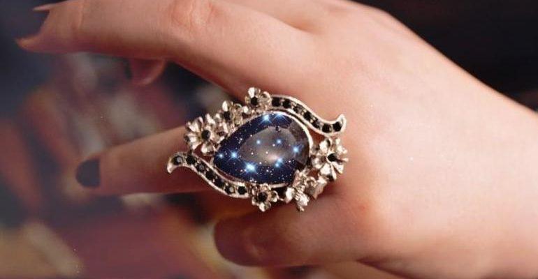 Золотое кольцо с камнем