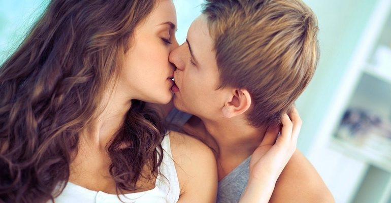 Целоваться во сне с девушкой