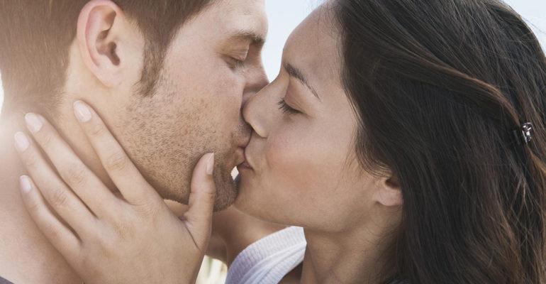 Целоваться во сне с мужчиной в губы