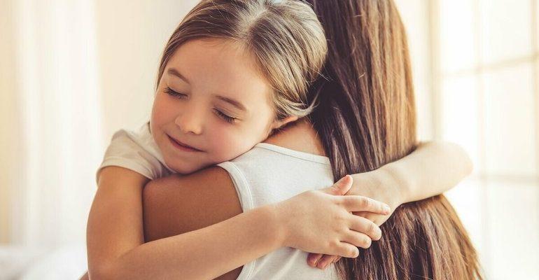 К чему снится обнимать ребенка во сне