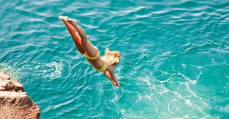 К чему снится прыгать в воду