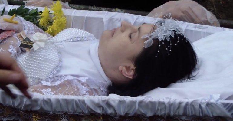 К чему снится смерть дочери которая жива