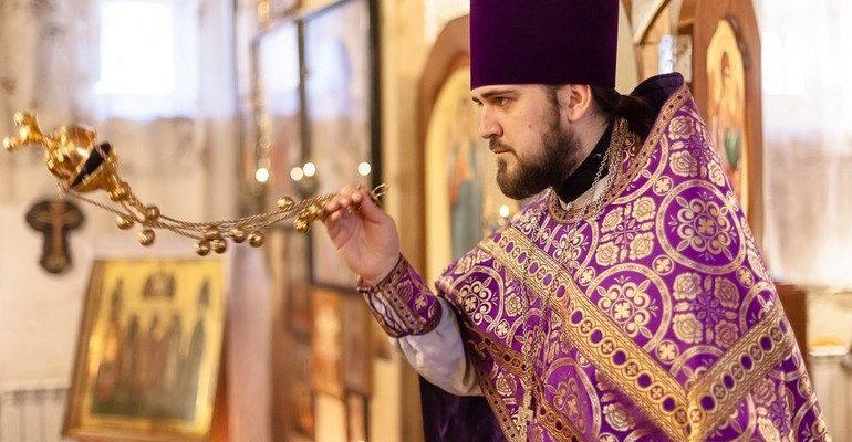К чему снится священник сонник