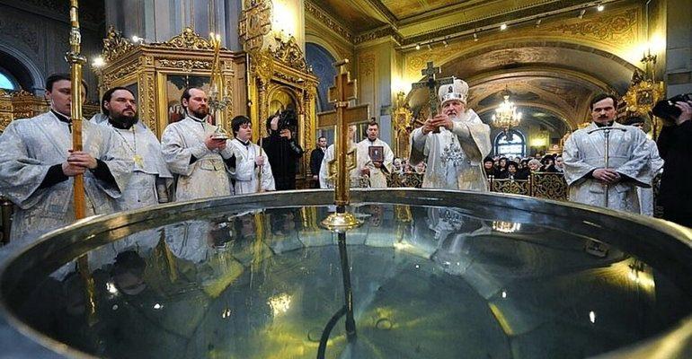 к чему снится святая вода