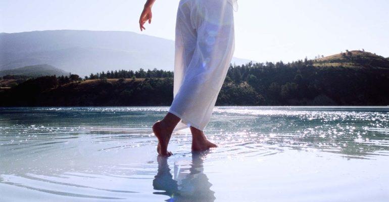 Ходить по воде во сне к чему снится