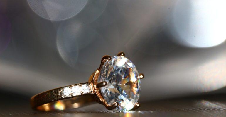 К чему снится кольцо с бриллиантами
