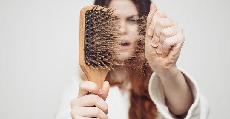 К чему снится, что выпадают волосы