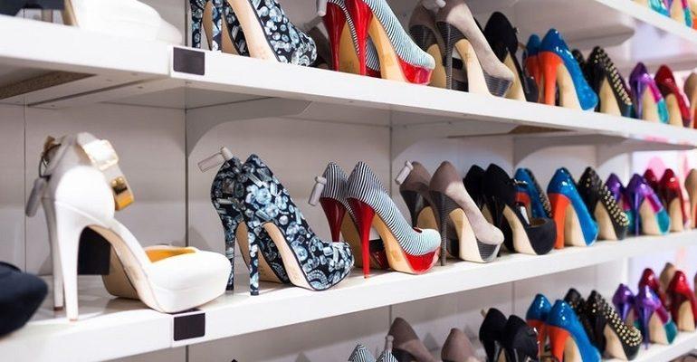 Обувь в магазине