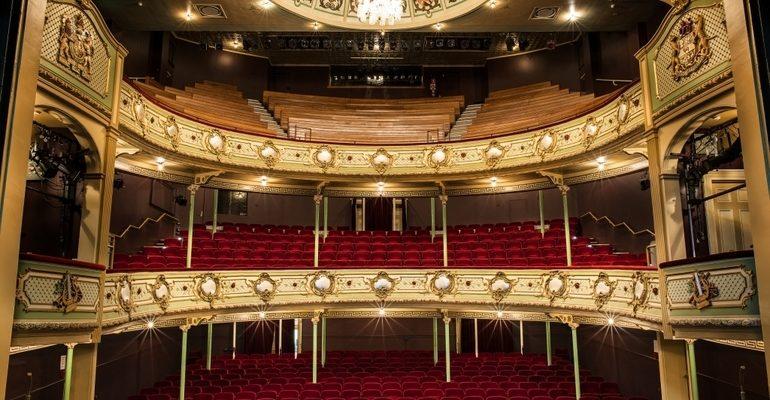 Театр к чему снится
