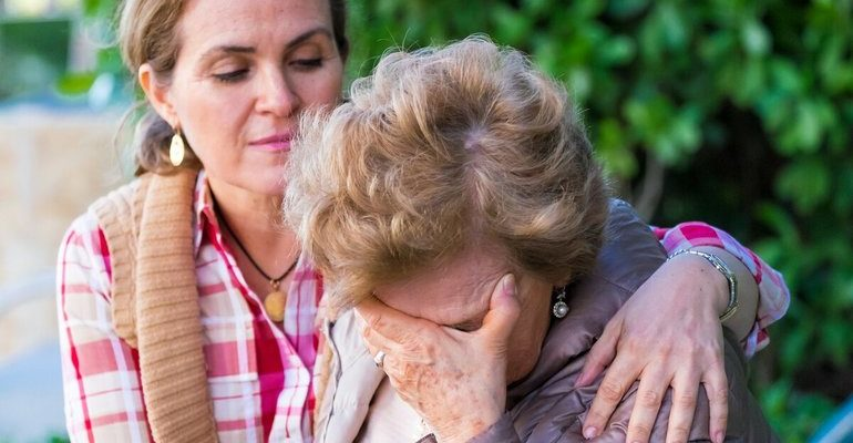 К чему снится, что мама плачет