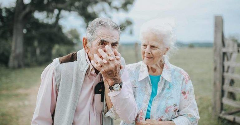 К чему снятся умершие бабушка и дедушка