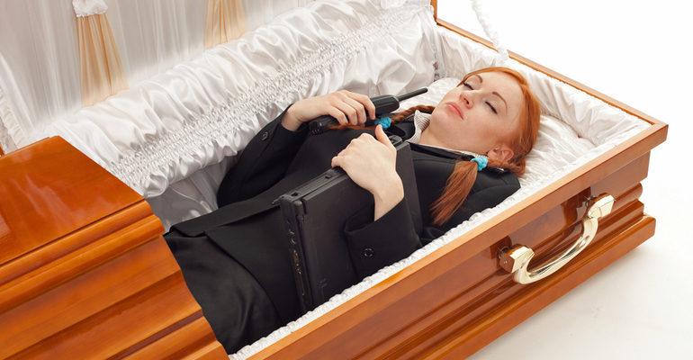 Лежать в гробу во сне к чему снится