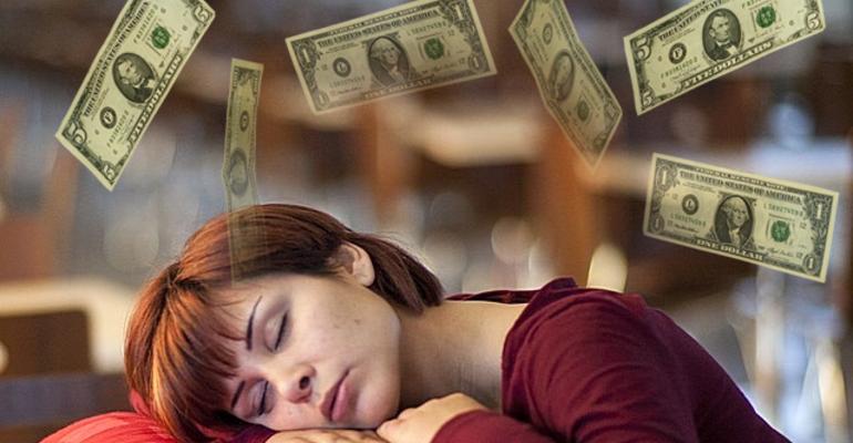 Женщине снятся деньги